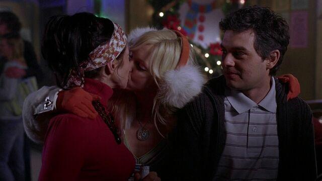 File:Samantha and Darla kissing (nice).jpg