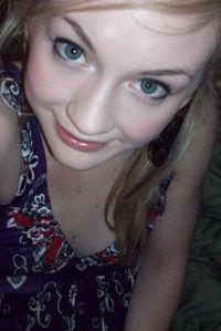 File:Emily Kinney self photo.jpg