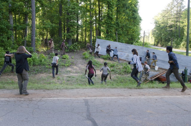 File:AMC 601 Walkers Emerge.png