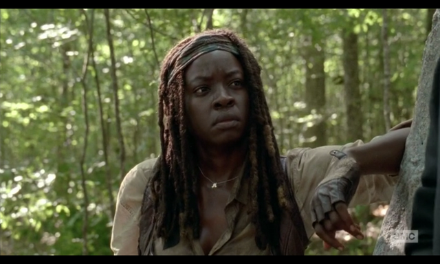 File:5x02 Michonne Wary.png