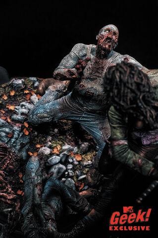 File:Michonne Statue 5.jpg