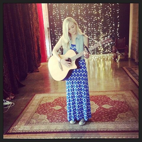 File:Emily in a long blue dress with a guitar OMG so cute.jpg