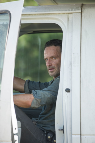 File:AMC 610 Rick Driving.png
