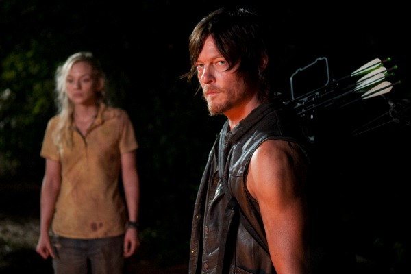 File:Beth and Daryl among the burning building! ♪.jpg