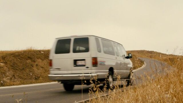 File:1.2302, FTWD Ep. 2.12, 2008 Ford E-Series