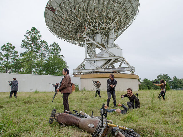File:The-walking-dead-episode-613-daryl-reedus-rick-lincoln-pre-800x600.jpg