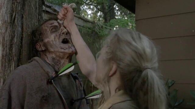 File:Beth killing walker that Daryl is shooting.JPG