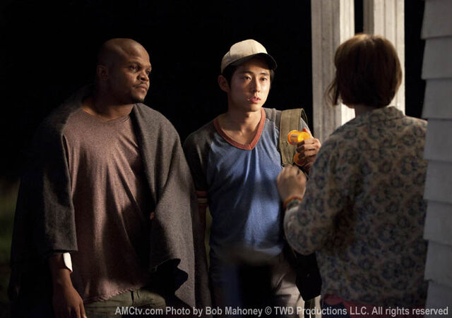 File:Episode-3-t-dog-glenn-maggie.jpg