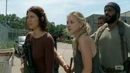 Daryl giving Beth gun secretly