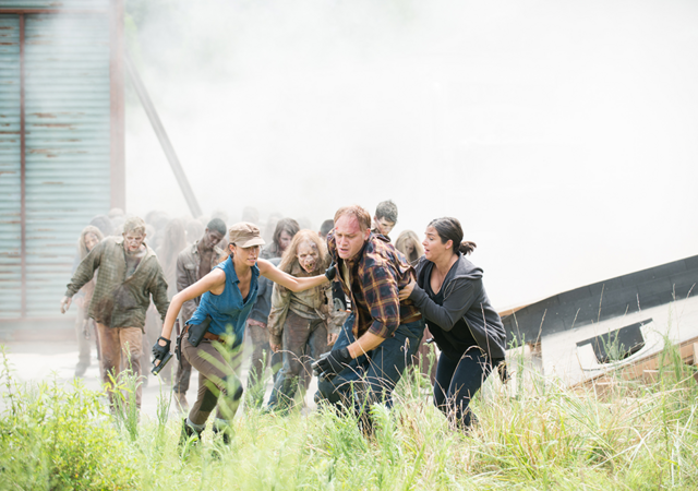 File:AMC 608 Rosita Tara Helps Tobin.png