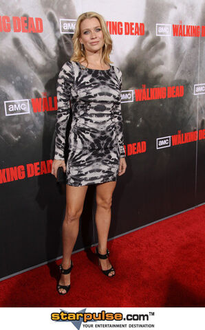 File:Laurie-Holden-Feet-286708.jpg