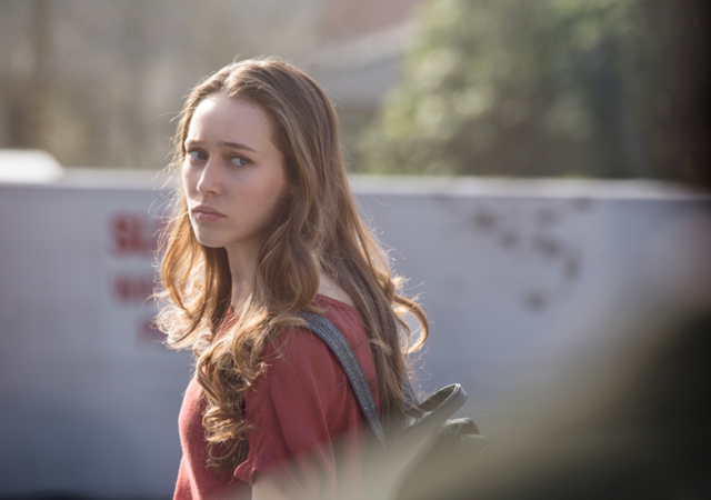 File:FTWD 101 Alicia Curious.png