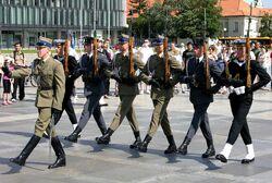 Uroczysta zmiana warty honorowej przed Grobem Nieznanego Żołnierza.JPG