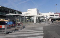 Lotnisko Chopina (wejście na stację).JPG