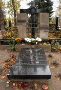 Cmentarz Ewangelicko-Augsburski (nagrobek J. Burschego)