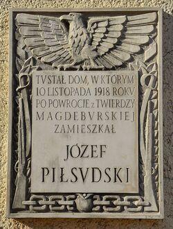 Tablica Józef Piłsudski ul. Moniuszki 2.JPG