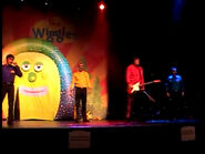 TheWigglesinGettingStrongLiveInConcert