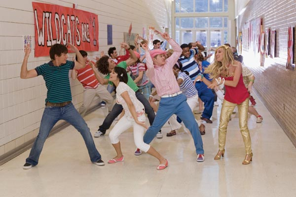 File:HighSchoolMusical2.jpg