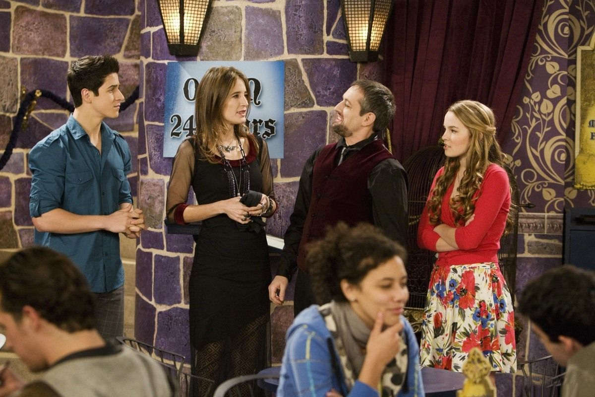 Wizards Vs Vampires On Waverly Place Wizards Of Waverly