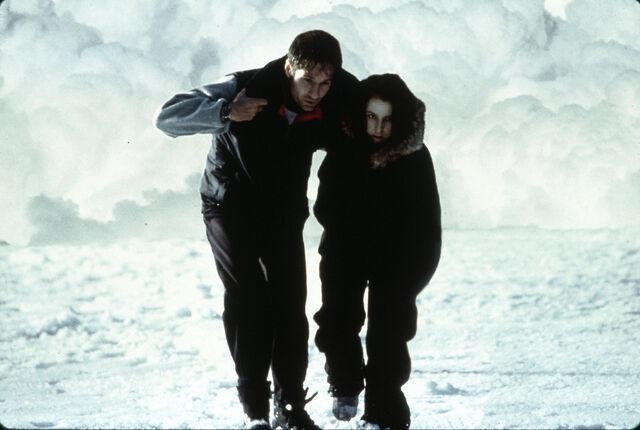 File:Mulder Scully Antarctica Fight the Future.jpg