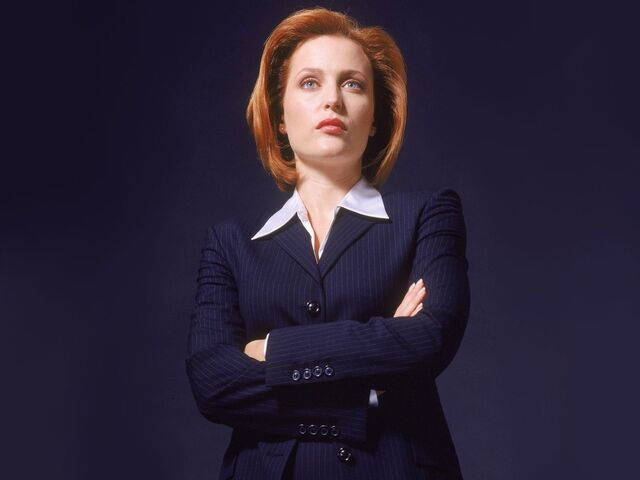 File:Gillian Anderson Scully.jpg