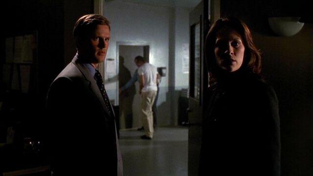 File:Monica Reyes and Brad Follmer outside interrogation room.jpg