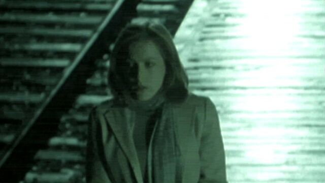 File:Dana Scully awaits Fox Mulder.jpg