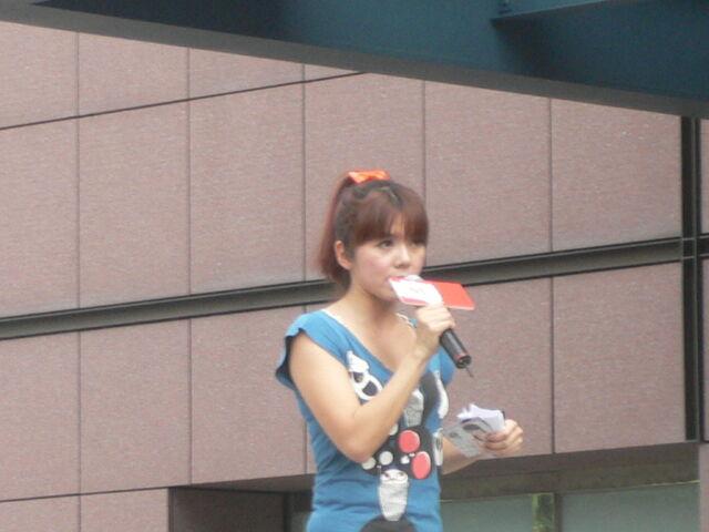 檔案:Cherry主持Myself2010概念專輯4.JPG
