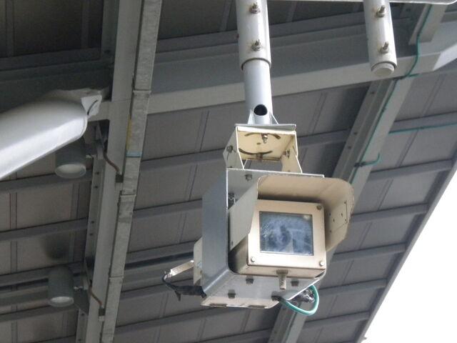 檔案:台灣高鐵-月台上的監視器.JPG