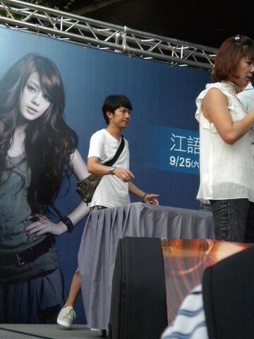 檔案:Cherry 主持 《戀習》簽唱會7.jpg
