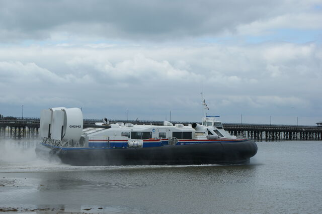 File:Hovercraft leaving Ryde.jpg