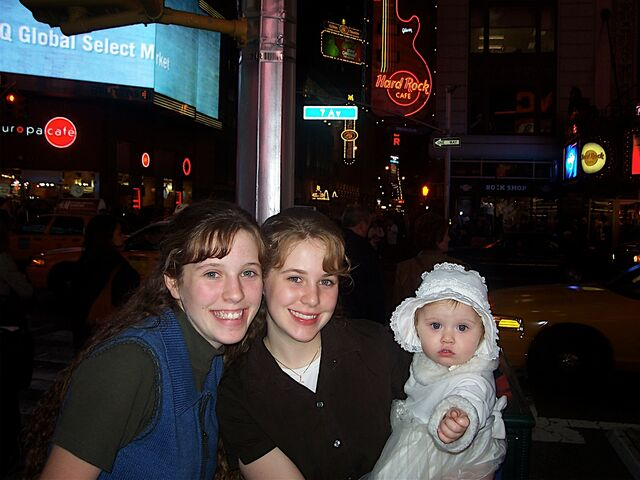 File:Sister's in NYC.jpg