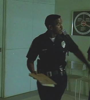 File:1x05- Unnamed Van Nuys Officer.jpg