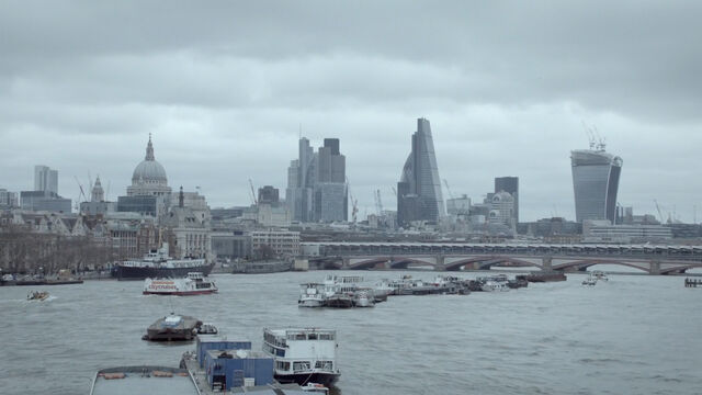 File:9x02 London over Thames.jpg