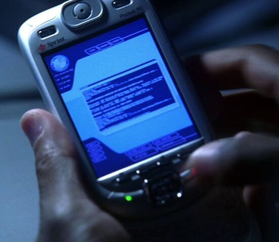 File:4x21 Curtis smartphone.jpg