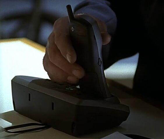File:2x01 Rayburn cordless phone.jpg