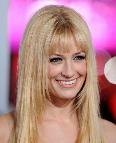File:Beth Behrs.png