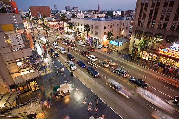 800px-Hollywood boulevard from kodak theatre