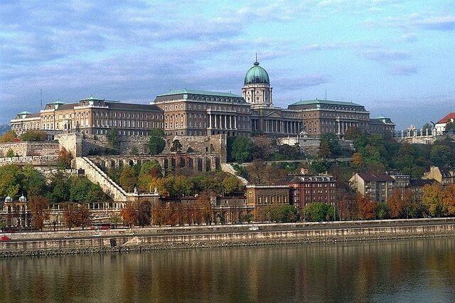 File:800px-BudapestCastle 028.jpg