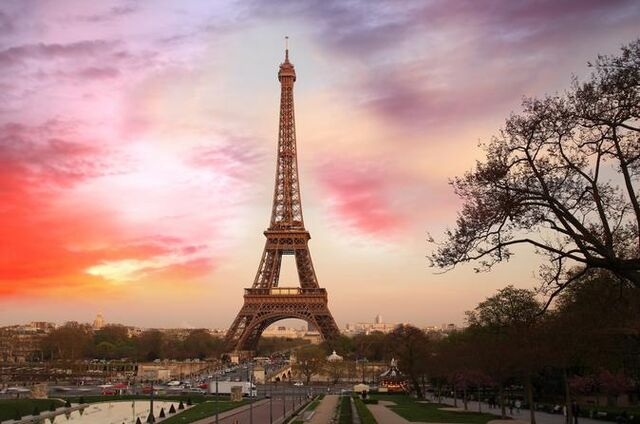 File:Eiffel-tower-summit-priority-access-with-host-in-paris-408219.jpg