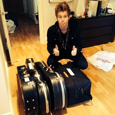 File:Luke hemmings suitcase.jpg