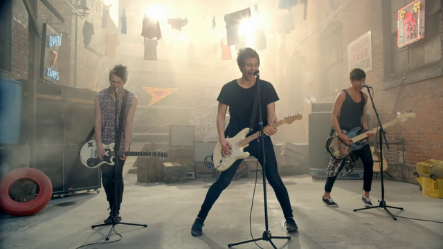 File:5 Seconds of Summer - She Looks So Perfect - 5 Seconds of Summer Wiki (20).png