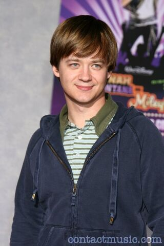 File:Jason earles .jpg
