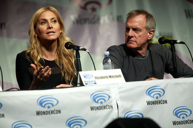 File:Elizabeth Mitchell & Stephen Collins (13923732591).jpg