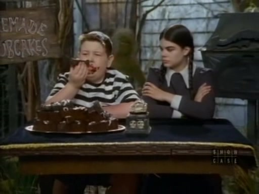 File:The.new.addams.family.s01e61.the.addams.policy064.jpg