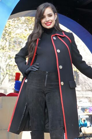 File:Sofia-carson-2015-macy-s-thanksgiving-parade-in-new-york-city 3.jpg