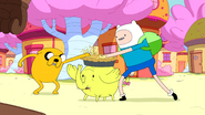 S5e3 Finn and Jake sticking thumbs in apple pie