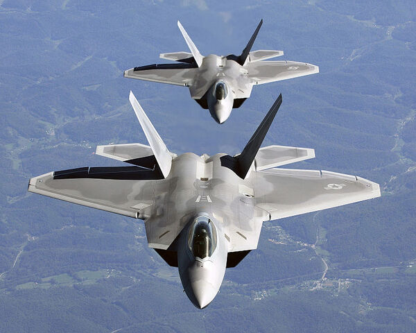 File:750px-Two F-22A Raptor in column flight - (Noise reduced).jpg