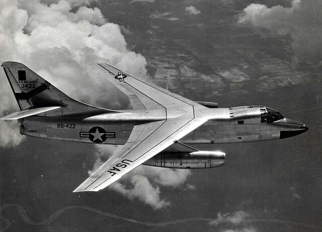 File:800px-Douglas RB-66B Destroyer in flight (SN 53-422) 061102-F-1234P-027.jpg
