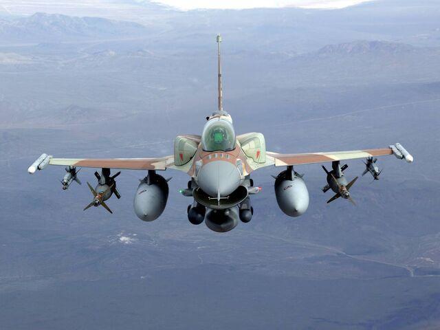 File:F16iinflightzp3em6 200.jpg